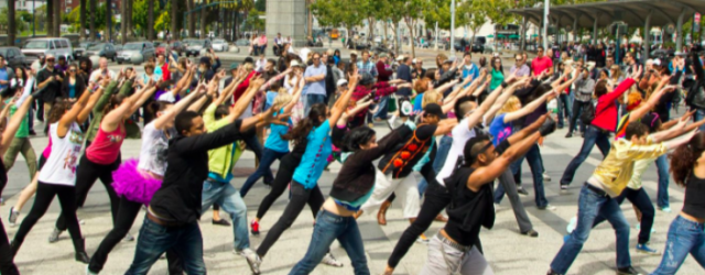 Quésako ? Un flashmob est une chorégraphie dansée lors d'un événement par tout un ensemble de personnes ! Quelques personnes commencent une danse lors de 1ères notes de musique, puis […]